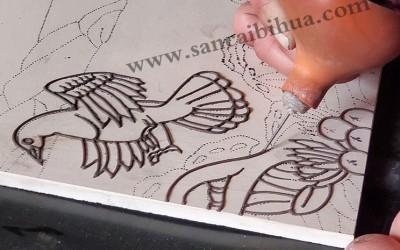 瓷板画表面凹凸属于正常吗?
